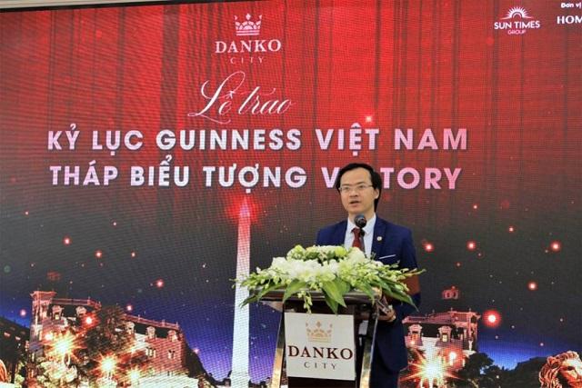 Ông Hoàng Thái Tuấn Anh - Tổng thư ký Tổ chức Kỷ lục Đông Dương, Trưởng VPĐD phát triển các giá trị Kỷ lục miền Bắc đại diện công bố quyết định xác lập Kỷ lục.