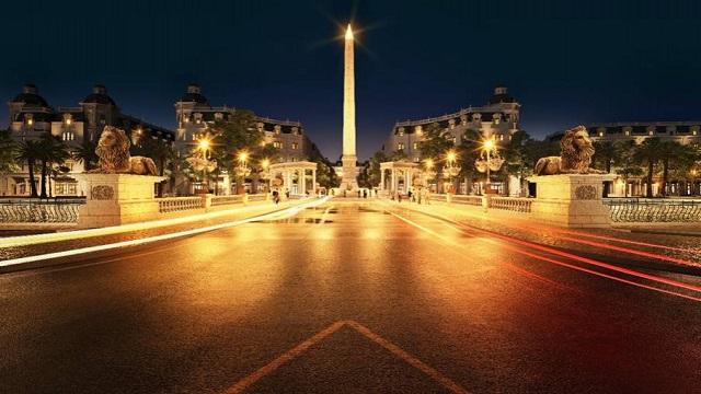 Tháp biểu tượng về đêm.