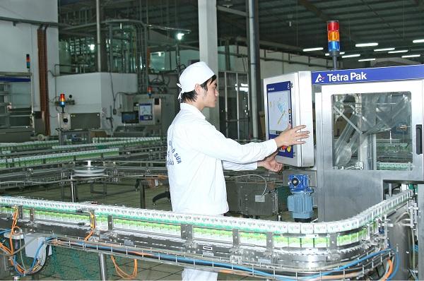 Nhà máy sữa của Mộc Châu có công suất ước đạt 250 tấn sữa/ngày (tương đương 150.000 hộp sản phẩm/giờ) với các sản phẩm chính như sữa tươi thanh trùng, sữa tươi tiệt trùng, sữa chua ăn, sữa chua uống…