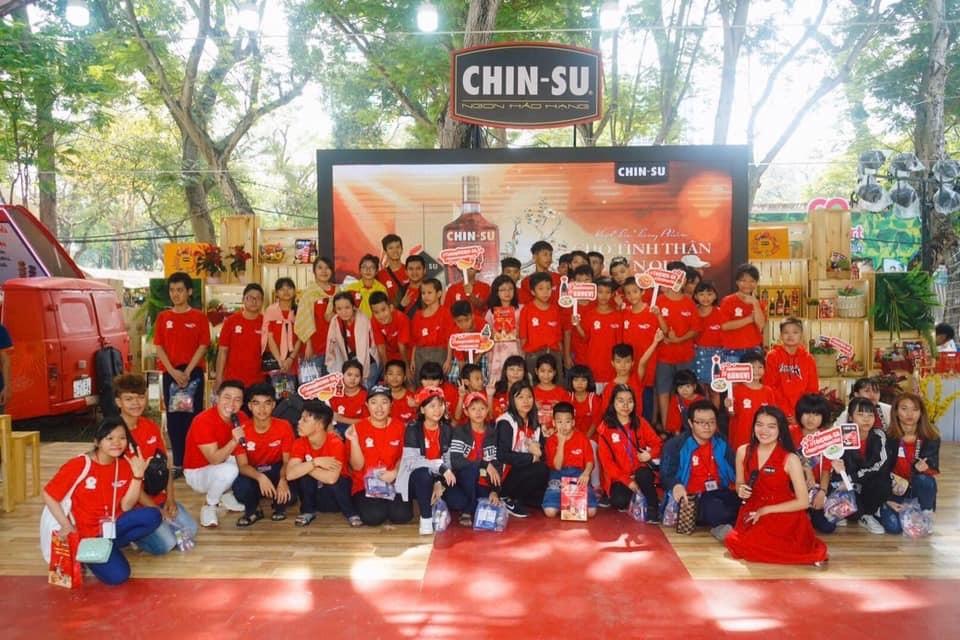 Công ty Masan Consumer kết hợp với Hiệp hội Văn hoá Ẩm thực Việt Nam cùng tổ chức cho các trẻ có hoàn cảnh đặc biệt một chuyến vui chơi, trải nghiệm tại lễ hội Tết Việt