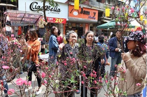 Hà Nội cấm đường tại một loạt phố để tổ chức chợ hoa