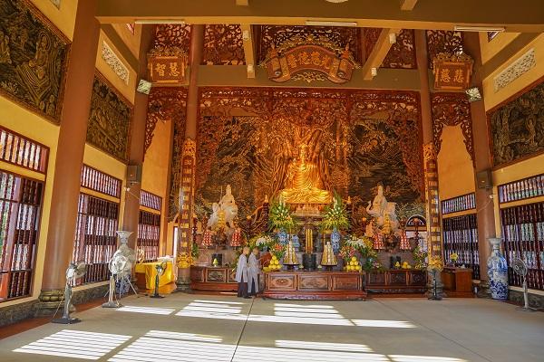 Chùa Cái Bầu còn có tên gọi khác là Thiền Viện Trúc Lâm Giác Tâm