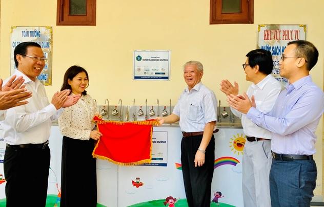 """Niềm vui về """"Nước sạch học đường"""" đã lan tỏa đến huyện Bình Đại, Bến Tre"""