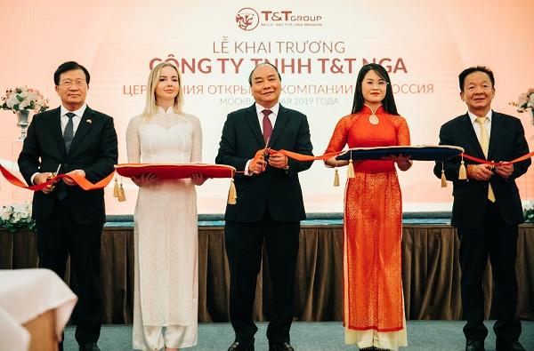 Lễ cắt băng khai trương công ty T&T Nga, với sự tham dự của Thủ tướng Nguyễn Xuân Phúc