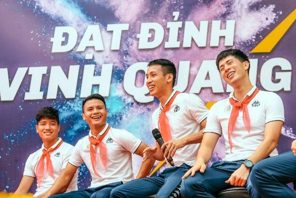 Strong Vietnam - chương trình trách nhiệm xã hội do Tập đoàn T&T Group và CLB bóng đá Hà Nội tổ chức diễn ra qua 3 số tại trường THCS Phù Đổng (Gia Lâm), trường THCS Việt Nam - Angieri (Thanh Xuân) và THCS Nguyễn Trường Tộ (Đống Đa) đã nhận được rất nhiều tình cảm từ người hâm mộ.