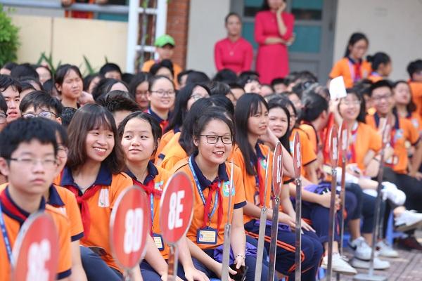 với các bạn học sinh ưu tú Trường THCS Việt Nam - Angiêri
