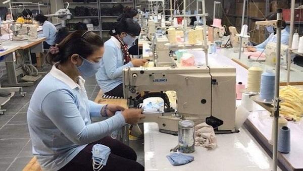 Doanh nghiệp tăng ca sản xuất khẩu trang
