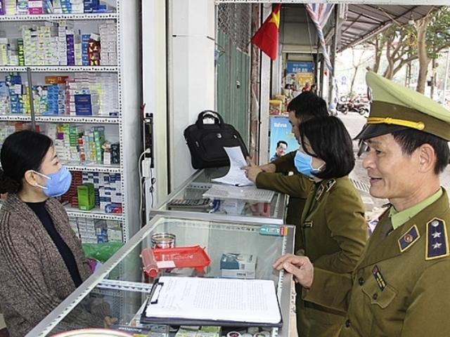 Lực lượng QLTT Nghệ An kiểm tra các cơ sở kinh doanh bán khẩu trang y tế trên địa bàn