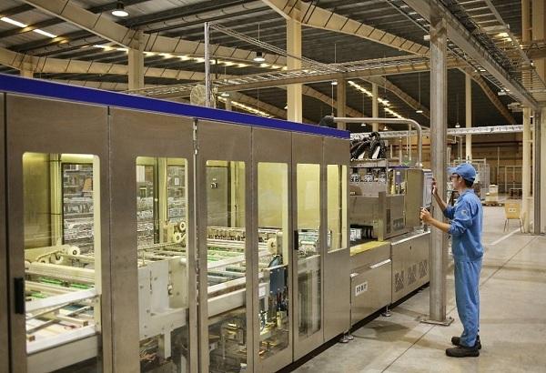 Nhân sự có điều kiện tiếp cận với các thiết bị, máy móc, công nghệ hiện đại tại các nhà máy của Vinamilk.