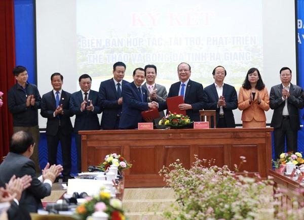 Lễ ký thoả thuận hợp tác, tài trợ, phát triển thể thao và bóng đá giữa Tập đoàn T&T Group và UBND tỉnh Hà Giang