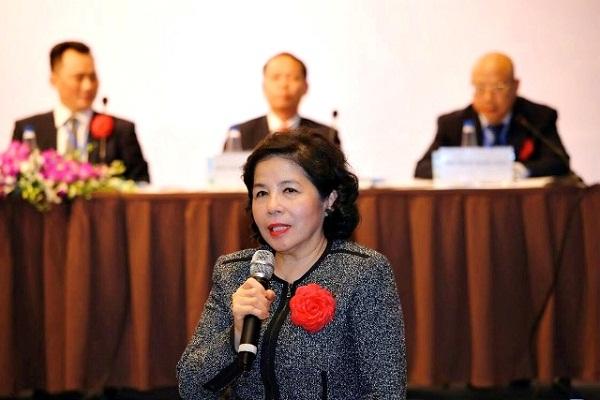 Bà Mai Kiều Liên, Chủ tịch HĐQT GTN đang trả lời các câu hỏi của cổ đông đưa ra trong Đại hội cổ đông diễn ra sáng 15/02