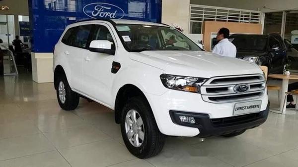 Ford Everest đời cũ giảm sâu 110 triệu đồng