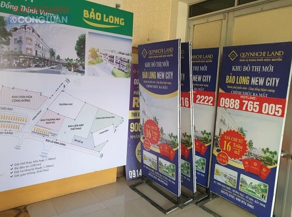 Biển quảng cáo được đặt trong văn phòng giới thiệu dự án của Công ty Tư vấn đầu tư QCL (Quynhchi Land).
