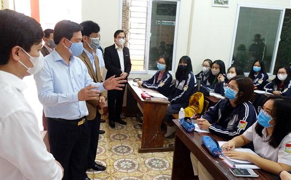 ộ Giáo dục và Đào tạo và các địa phương đang khẩn trương thực hiện hai nhiệm vụ song hành: Vừa phòng, chống dịch, vừa lo bảo đảm chất lượng của kỳ thi.