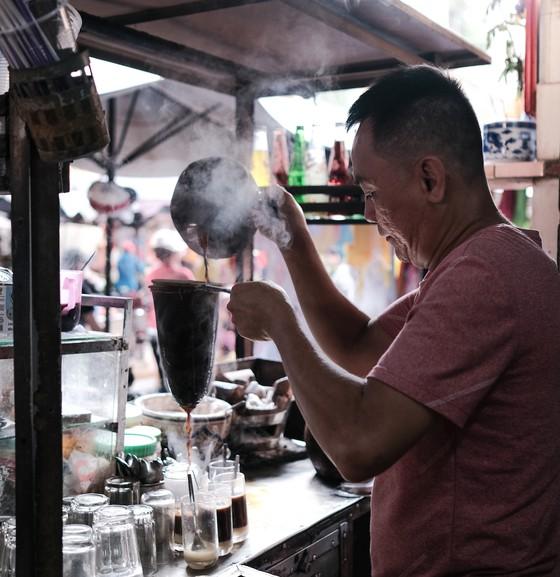 Cà phê pha vợt ở TPHCM. Ảnh: KHANH TRỊNH