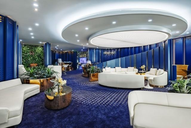 SHB First Club gây ấn tượng mạnh với không gian tổng hòa của sự sang trọng thời thượng với President Suite, phòng hút Cigar riêng tư, khu massage giữa vườn cây, khu làm việc biệt lập, tầm nhìn ra đường băng…