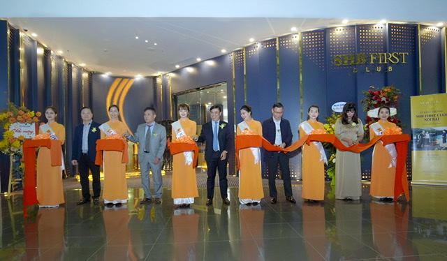 SHB chính thức khai trương SHB First Club – Phòng chờ sân bay đẳng cấp 5 sao mạ vàng 24K đầu tiên, mang đến những trải nghiệm xứng tầm dành cho các khách hàng cao cấp thân thiết