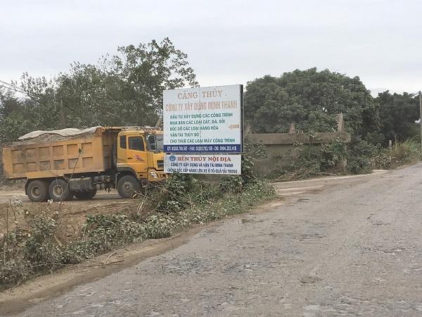 Cơ quan chức năng phát hiện công ty Công ty TNHH Xây dựng và Vận tải Minh Thanh đang chôn rác thải tại cảng Tiên Kiều