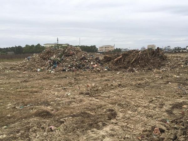 Người dân phản ánh hàng trăm m2 tại dự án đầu tư xây dựng Khu cơ quan và dân cư phía Đông cầu vượt thị trấn Lai Cách bị san lấp bằng rác thải sinh hoạt