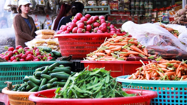 Giá thực phẩm hôm nay 11/1: Giá rau củ đi ngang