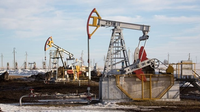 Giá xăng dầu hôm nay 11/1: Giá dầu thô tiếp tục tăng mạnh mẽ