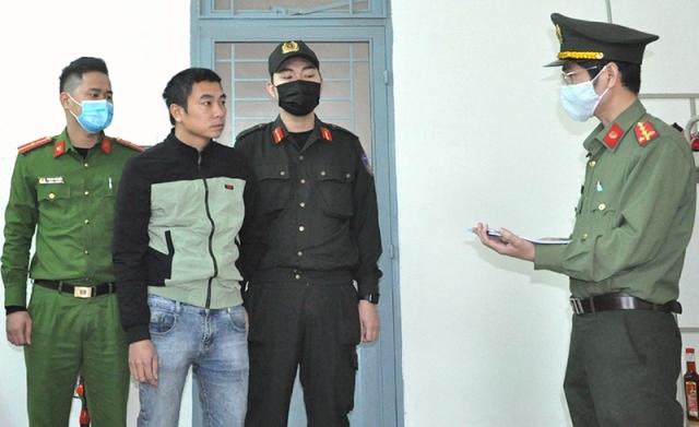 Đọc lệnh khởi tố, bắt giam tài xế Đinh Xuân Hiền.