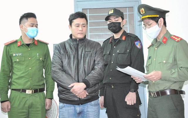 Đinh Công Quân bị khởi tố bắt giam vì chở người nhập cảnh trái phép.