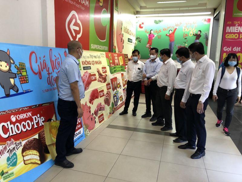 Đoàn giám sát một điểm bán hàng thực phẩm tại Siêu thị Big C Bình Dương