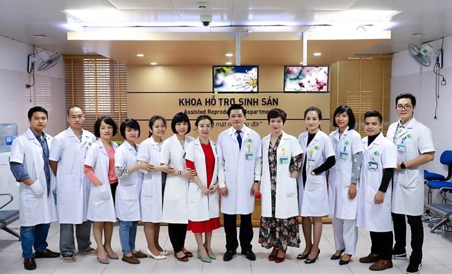 PGS.TS Nguyễn Duy Ánh, Giám đốc Bệnh viện Phụ sản Hà Nội và cán bộ CNV Bệnh viện