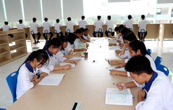 xây dựng trường trung học phổ thông Chuyên Vĩnh Phúc là 1 trong 15 trường THPT chuyên trọng điểm của cả nước, trường chất lượng cao ngang tầm khu vực và quốc tế