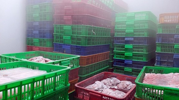 Hàng hóa thực phẩm không có hóa đơn chứng từ chứng minh nguồn gốc được chứa trong kho