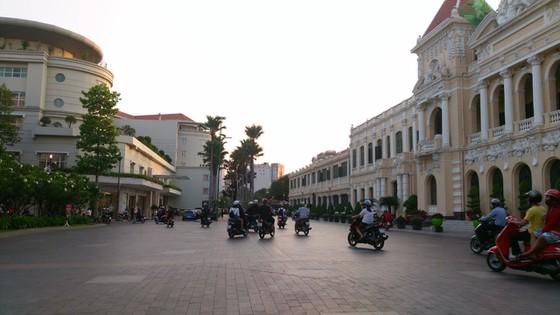 Đường Nguyễn Huệ, Lê Thánh Tôn (quận 1) được ngầm hóa đã tạo chỉnh trang, mỹ quan đô thị. Ảnh: THANH HẢI