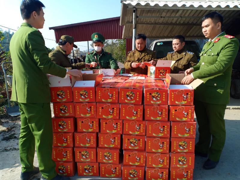 Chỉ trong 1 ngày, lực lượng QLTT tỉnh Lạng Sơn phát hiện và thu giữ gần 2 tấn hồng quả sấy dẻo không hóa đơn