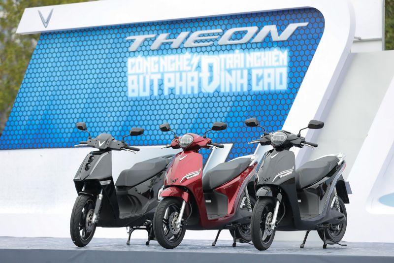 Hai sản phẩm xe máy điện mới của VinFast - Theon và Feliz đang thu hút sự chú ý lớn của cộng đồng sau khi ra mắt tại một sự kiện trải nghiệm.