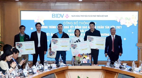 BIDV vinh danh các đội và vận động viên đạt thành tích cao trong giải chạy Tết ấm cho người nghèo