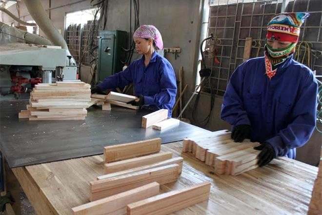 Sản xuất gỗ ván thanh tại Doanh nghiệp Tư nhân Đăng Khoa, huyện Trấn Yên