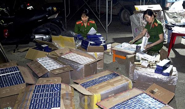 Ngành chức năng Bình Định đang kiểm đếm số thuốc lá nghi nhập lậu