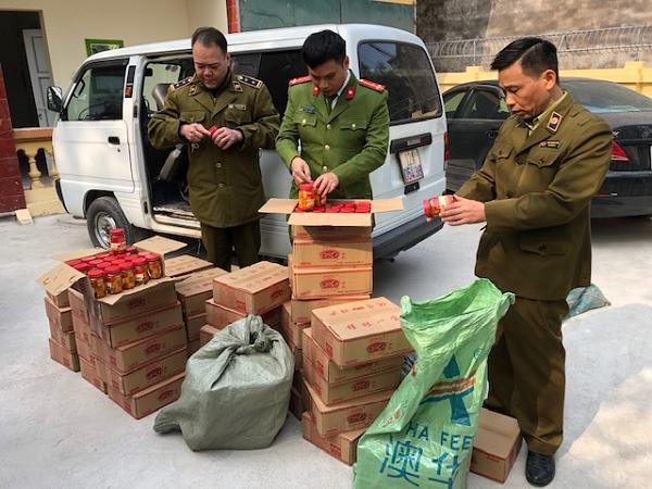 Lực lượng QLTT tỉnh Lạng Sơn vừa thu giữ 960 lọ Đậu phụ muối nhập lậu đang trên đường đi tiêu thụ