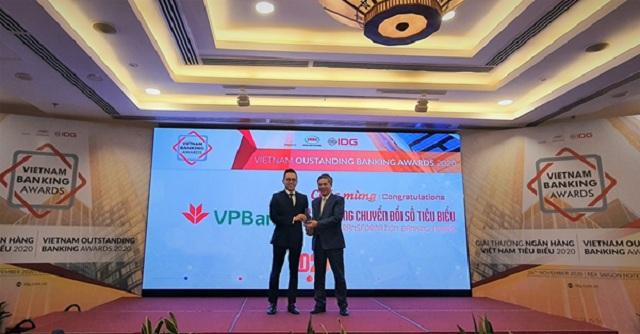 VPBank nhận giải thưởng Ngân hàng Chuyển đổi số tiêu biểu năm thứ 3 liên tiếp