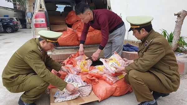 Xúc xích và chả cá nhập lậu bị lực lượng chức năng Lạng Sơn bắt giữ