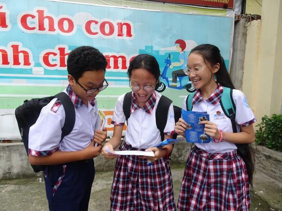 Học sinh tham gia kỳ thi tuyển sinh lớp 10 năm học 2020-2021 tại điểm thi THCS Nguyễn Trãi (quận Gò Vấp)