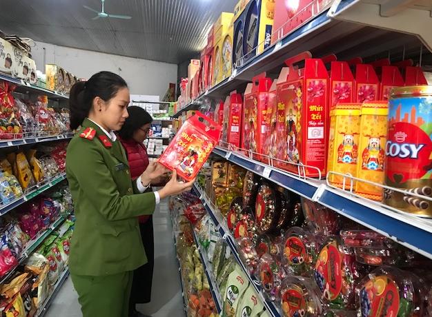 Đoàn kiểm tra liên ngành số 3 kiểm tra hàng hóa tại huyện Sông Lô