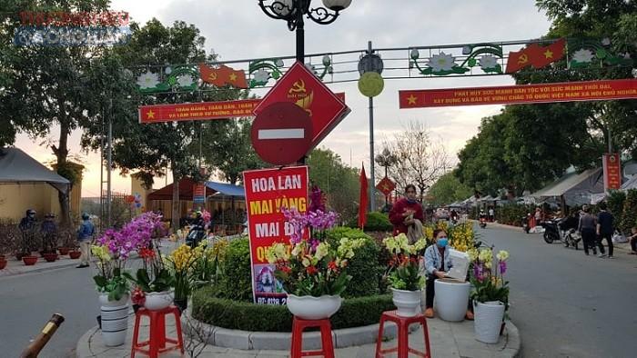 Không còn tấp nập, chen lấn bán mua như những ngày trước, chợ huyện Nga Sơn (Thanh Hóa) ngày 30 Tết trở khá ảm đạm, vắng khách.