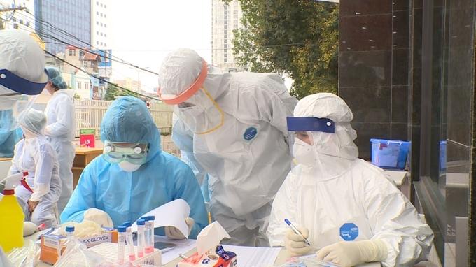 COVID-19 ở TP.HCM bùng phát từ ổ dịch ở sân bay Tân Sơn Nhất.