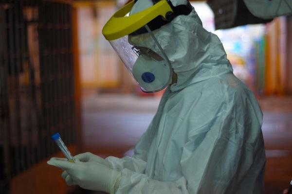 Bệnh viện Mắt TP Hồ Chí Minh và Bệnh viện quận Tân Bình được HCDC hướng dẫn lấy mẫu xét nghiệm toàn bộ nhân viên đang có mặt ở TP Hồ Chí Minh để phòng dịch Covid-19.