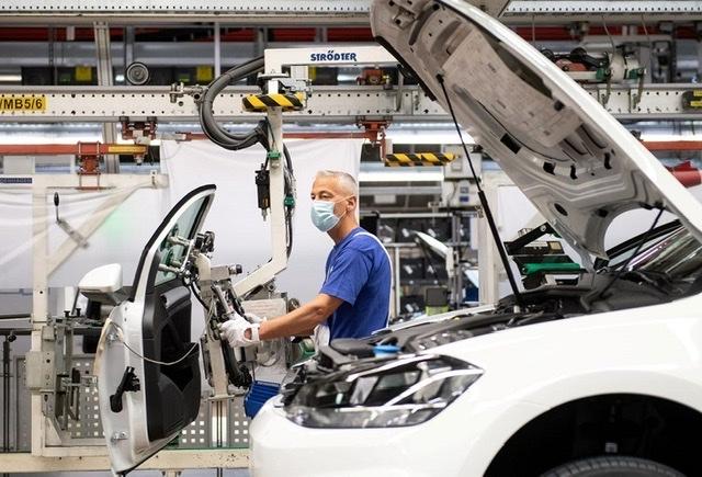 Các hãng ô tô toàn cầu có thể mất 61 tỷ USD do thiếu hụt chất bán dẫn