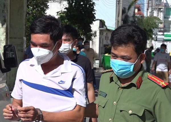 Bình Dương đưa 13 người Trung Quốc nhập cảnh trái phép đi cách ly