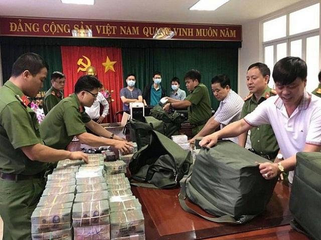 hơn 100 tỉ đồng tiền mặt do Phan Thanh Hữu cầm đầu.