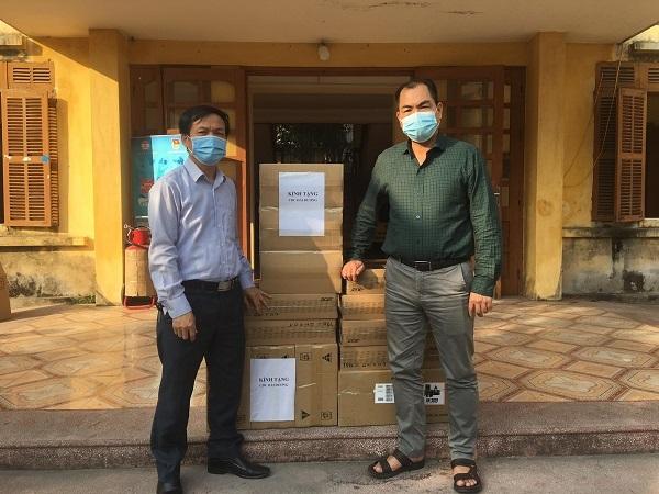 TC. Thương hiệu Công luận và một số danh nhân trên địa bàn tỉnh Hải Dương tặng 6 bộ máy tính cho Trung tâm Kiểm soát dịch bệnh tỉnh Hải Dương