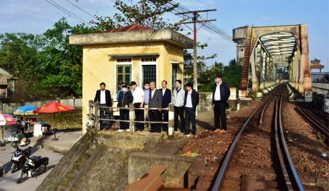 Chủ tịch UBND tỉnh Phan Ngọc Thọ kiểm tra khu vực cầu chui Bùi Thị Xuân